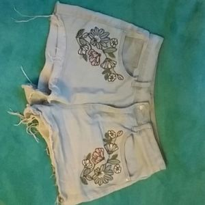 Size 28 flower embrioded shorts